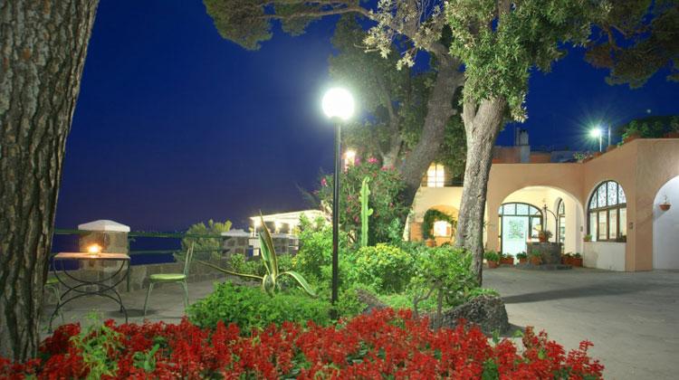La madonnina ischia hotel 3 stelle for Resort termali in cabina